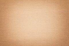 Fond brun clair d'un matériel de textile avec le modèle en osier, plan rapproché image stock