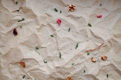 Fond brun froissé de papier d'emballage Images libres de droits