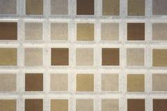 fond carrelé de modèle de plancher, petites tuiles colorées carrées sur t images stock