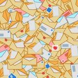 Fond chaotique des enveloppes de courrier Image stock