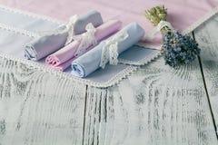 Fond chic minable avec les serviettes et la lavande photo stock