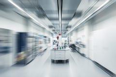Fond chimique intérieur brouillé de laboratoire d'image images libres de droits