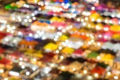 Fond circulaire abstrait de bokeh de marché de nuit de train, Thaïlande photographie stock libre de droits