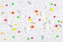 Fond clair avec de diverses sucreries photographie stock