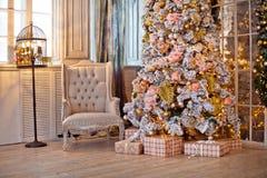 Fond classique d'intérieur de Noël blanc photos stock