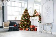 Fond classique d'intérieur de Noël blanc photographie stock libre de droits