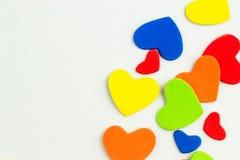 Fond coloré d'autocollants de coeurs Photographie stock libre de droits