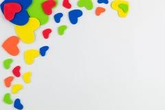 Fond coloré d'autocollants de coeurs Images libres de droits
