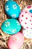 Fond coloré d'oeufs de pâques avec l'espace de copie Joyeuses Pâques ! Photo stock