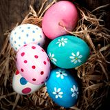 Fond coloré d'oeufs de pâques avec l'espace de copie Joyeuses Pâques ! Images libres de droits
