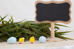 Fond coloré d'oeufs de pâques avec la bannière pour le texte de yor Photos stock