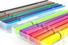 Fond coloré de blanc de stylos Photos stock