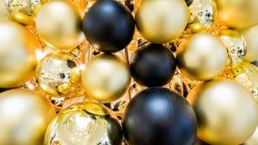 Fond coloré de boules d'arbre de Noël image libre de droits