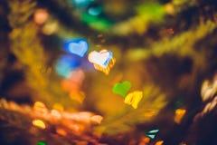 Fond coloré de coeur de bokeh de Noël brouillé par résumé Images stock