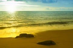 Fond coloré de plage de lever de soleil Photographie stock libre de droits