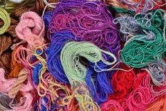 Fond coloré de soie de broderie Photographie stock