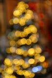 Fond coloré de tache floue de bokeh de lumières de couleur, arbre de defocus de Chrismas Photo libre de droits