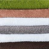 Fond coloré de textile de serviettes de bain de pile Photos libres de droits
