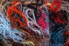 Fond coloré embrouillé de fils de couture Photographie stock