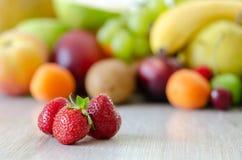 Fond coloré frais de fruits Consommation saine, concep suivant un régime images libres de droits