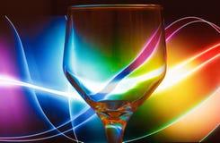 Fond coloré d'abrégé sur en verre de vin Photo libre de droits