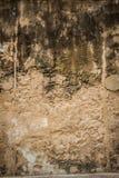 Fond concret criqué de mur de briques de cru Image libre de droits