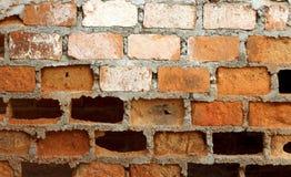 Fond concret criqué de mur de briques de cru Photo libre de droits