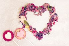 Fond concret de St Valentine avec un coeur Image stock