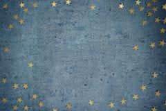 Fond concret gris avec les étoiles d'or Fond de Noël Image stock