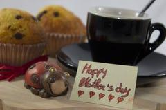 Fond consacré au jour du ` s de mère, avec une carte de voeux et un a Photographie stock libre de droits