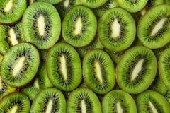 Fond découpé en tranches de vert de kiwi image libre de droits