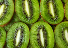 Fond découpé en tranches de vert de kiwi images stock