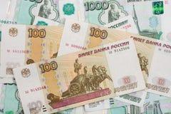 Fond dénominations dispersées de rouble russe de billets de banque de différentes Image libre de droits