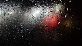 Fond d'éclairage de couleur de gouttes de pluie Photographie stock