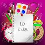 Fond d'école avec les fournitures scolaires et le copyspace Image stock