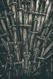 Fond d'épées de chevalier en métal Fin vers le haut Image stock