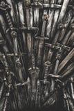 Fond d'épées de chevalier en métal Les chevaliers de concept Images stock