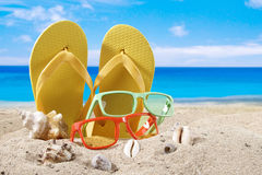 Fond d'été avec des accesoriess de plage Images stock