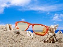 Fond d'été avec des accesoriess de plage Photos libres de droits