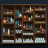 Fond d'étagère d'alcool complètement des bouteilles Photo stock