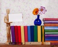 Fond d'étagères à livres Images libres de droits
