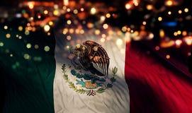 Fond d'abrégé sur Bokeh de nuit de lumière de drapeau national du Mexique photos stock