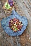 Fond d'aliments diététiques : salade végétale avec le chou rouge et le Br Photographie stock libre de droits