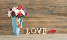 fond d'amour, de fleur et en bois de mot Photo stock