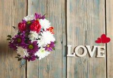 fond d'amour, de fleur et en bois de mot Images libres de droits