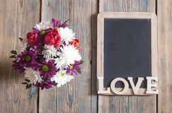 fond d'amour, de fleur et en bois de mot Photo libre de droits