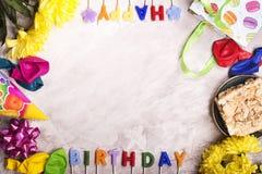 Fond d'anniversaire, vue supérieure Image modifiée la tonalité Photos stock