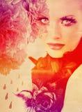Fond d'arc-en-ciel avec le femme et les roses Photo libre de droits