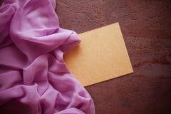 Fond d'Articstic avec la draperie lilas Photographie stock libre de droits