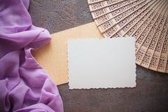 Fond d'Articstic avec la draperie lilas Photographie stock